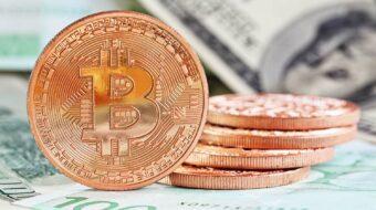 Währungen: Bitcoin überholt Gold